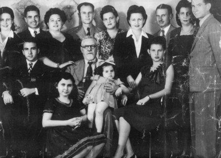 משה פינץ ומשפחתו