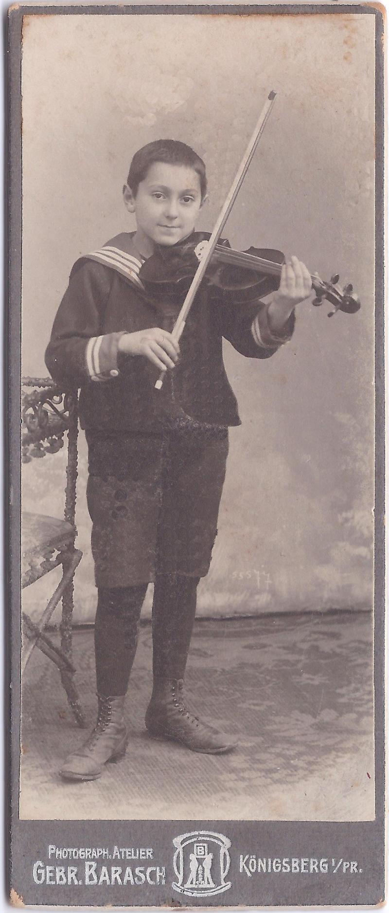 הוגו כהן - מנגן על כינור