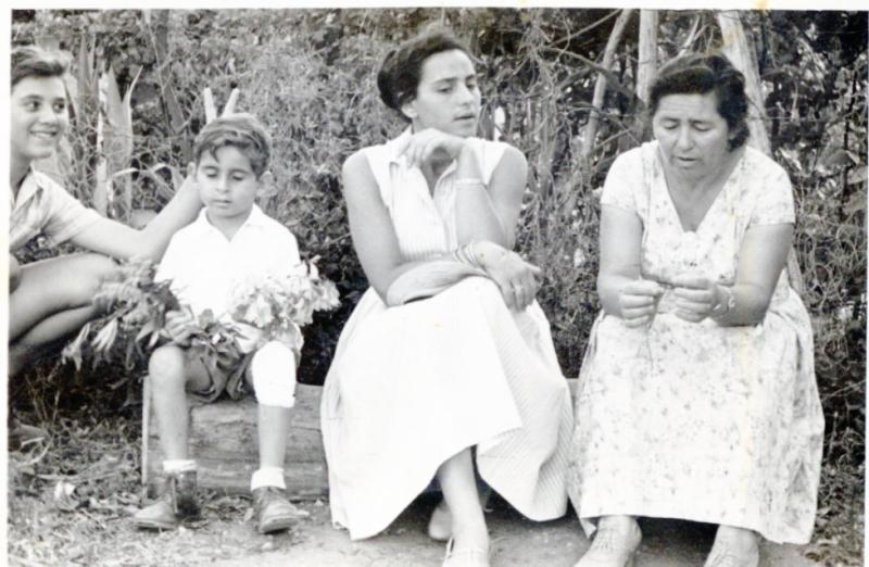 גבעולה ומשפחתה